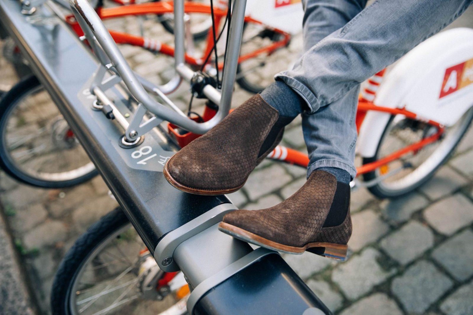 GiveAway – a pair of Floris Van Bommel – MattG Style